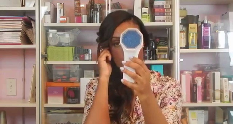 VIDEO: How To Use Blue Light Therapy To Kill Acne